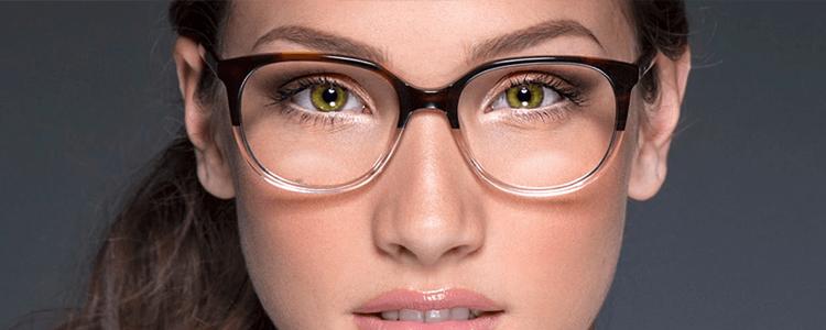 6ab12d4ca26b3 Uma das preocupações mais frequentes entre mulheres que ficam sabendo que  terão de usar óculos é com a estética. Isso é natural